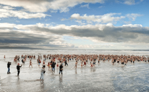 New-year-beach-swim-cornish-swimming-sea-swim-2019-welcome-in-the-new-year