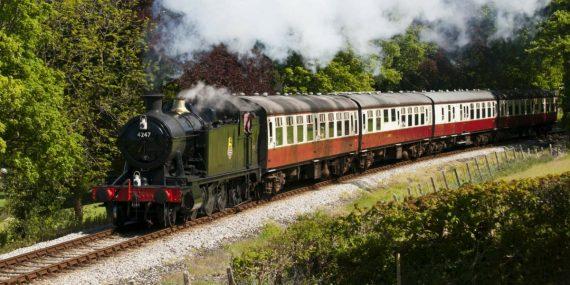 cornish-summertime-bodmin-wenford-railway-trainline-steam-engine