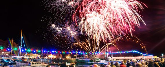 christmas-markets-in-cornwall-2017-padstow-festival-fireworks