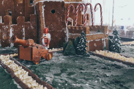 gingerbread-house-pendennis-castle