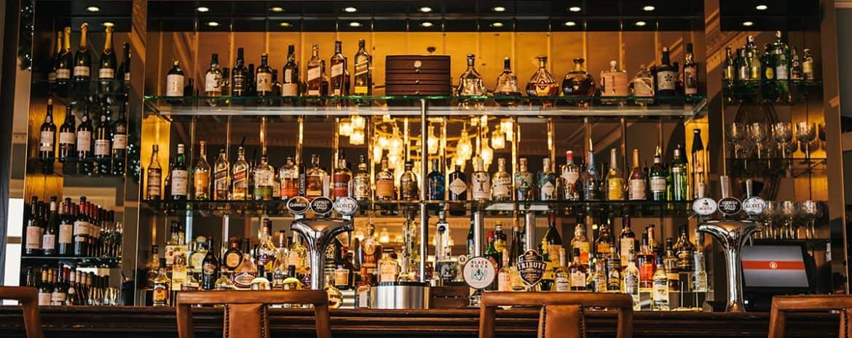 best-wine-bars-falmouth-cornwall-the-waters-edge-bar-greenbank
