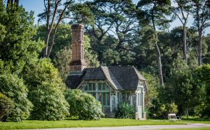 The-gardens-summerhouse