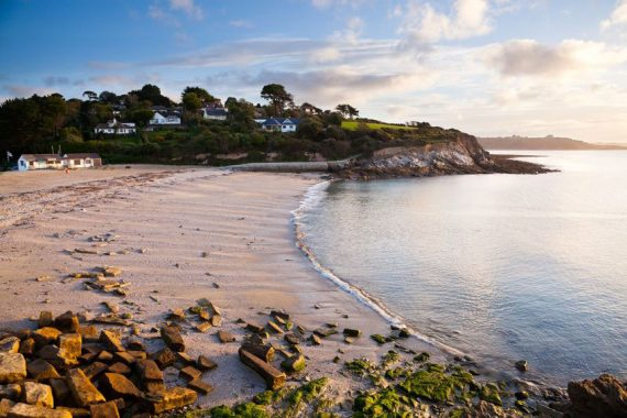 swanpool-beach-falmouth-cornwall-favourite-coves-greenbank-hotel