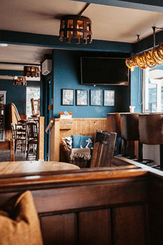 working-boat-interior-cornwall-pub