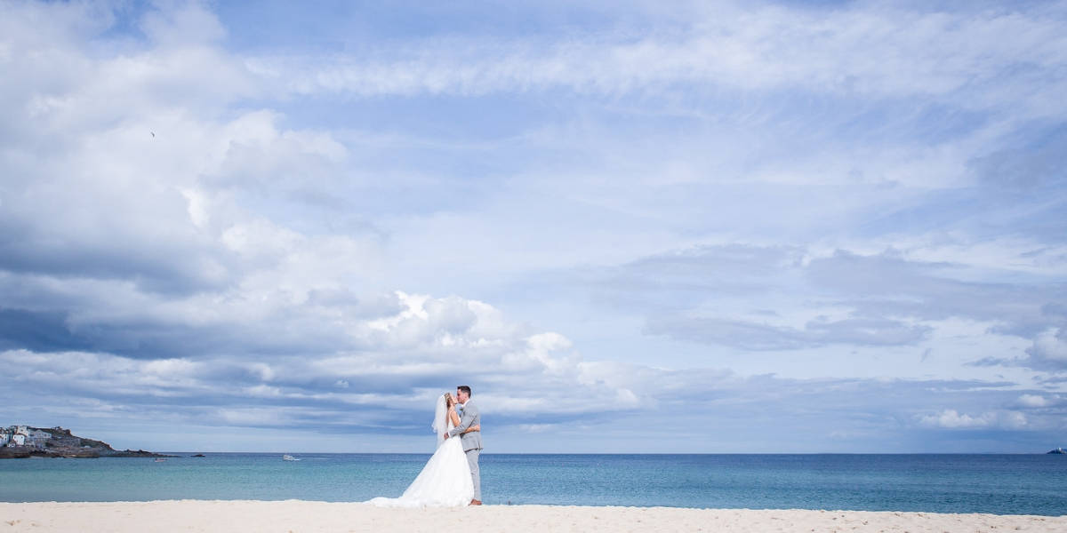 cornish-wedding-photographer-brian-robinson-on-the-beach