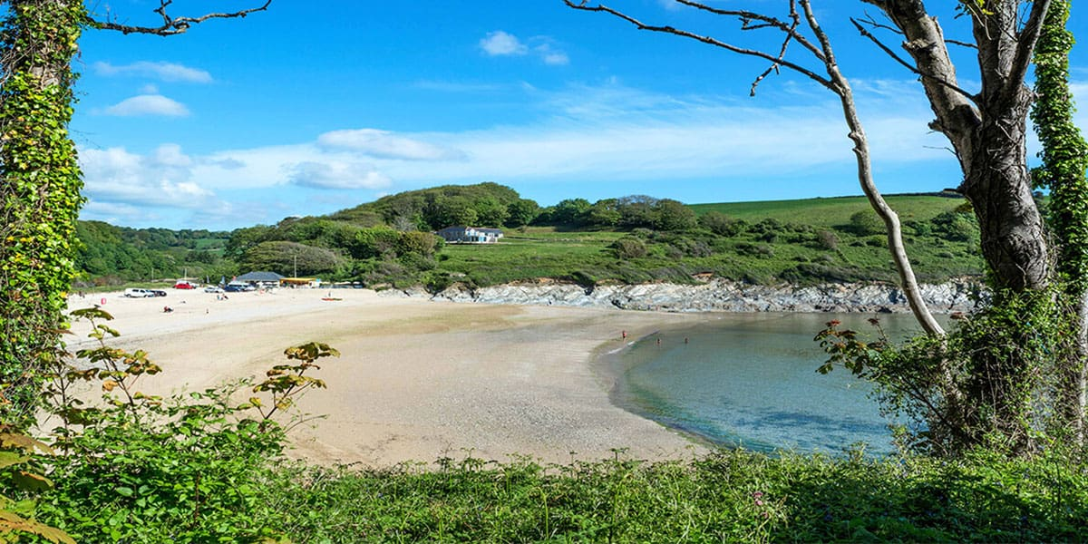 maenporth-beach-swanpool-beach-coastal-walks-in-cornwall-falmouth-best-things-to-do