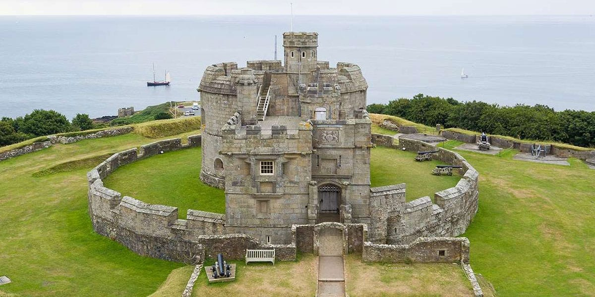 pendennis-castle-outdoor-cinema-school-holidays-in-cornwall-the-greenbank-hotel