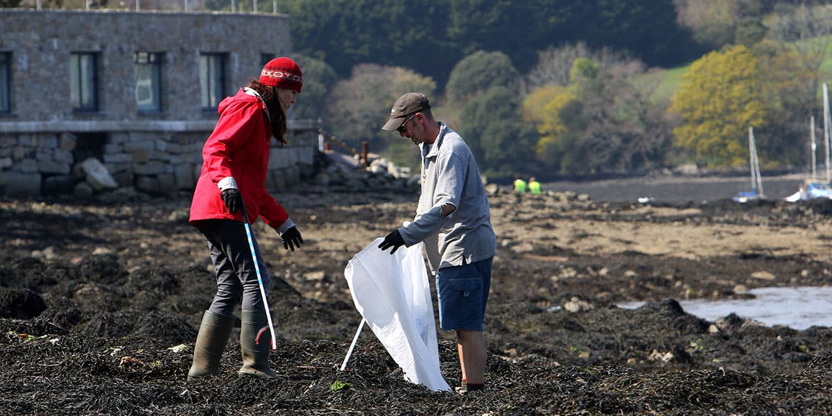 beach-cleans-at-the-greenbank-hotel-two-minute-beach-clean-boards-falmouth-cornwall