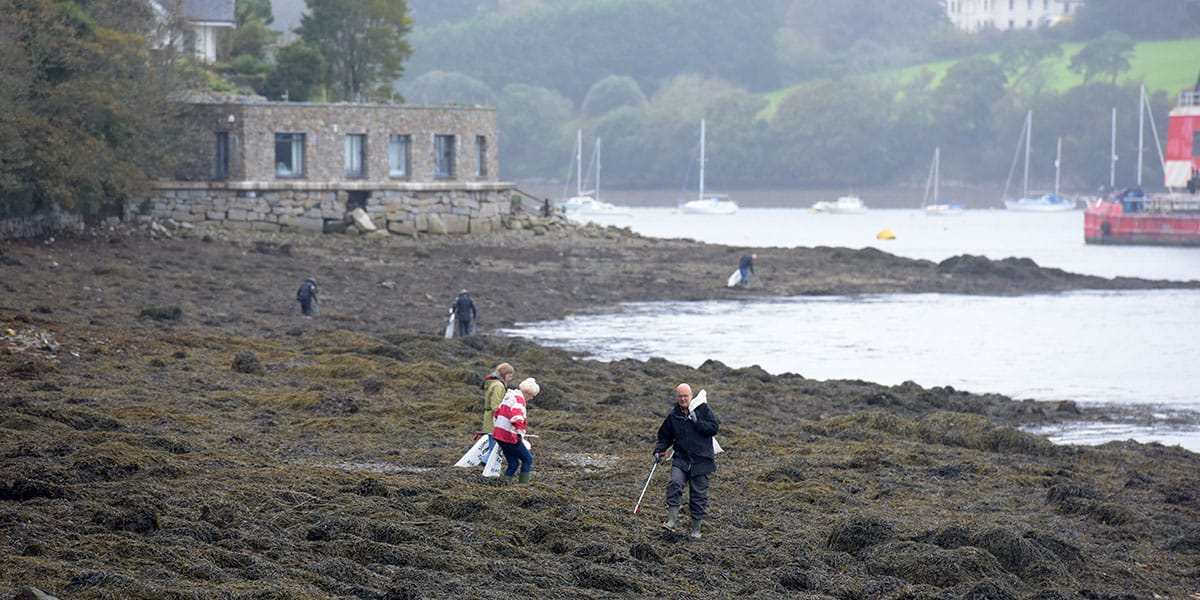 beach-cleans-in-falmouth-april-the-greenbank-hotel-the-working-boat-volunteers-surfers-against-sewage