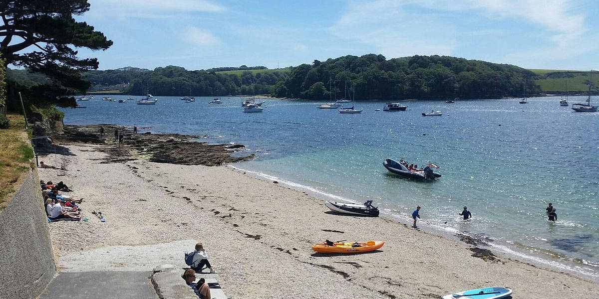 travel-to-st-mawes-24-hours-greenbank-hotel-summers-beach-picnic