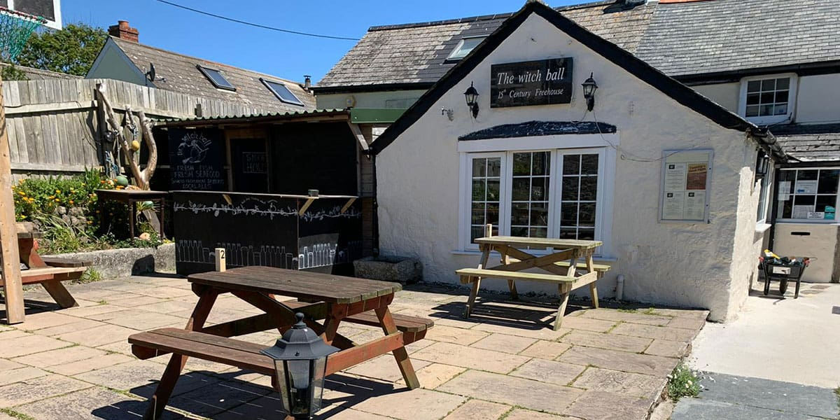 the-witchball-pub-in-cornwall