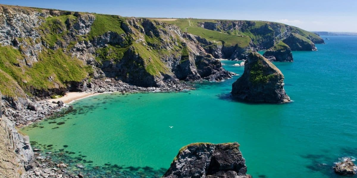 bedruthan-steps-cornwall-pentire-north-coast-off-the-beaten-path-spots