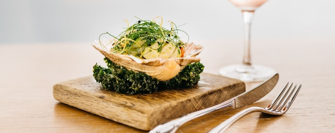 greenbank-hotel-cornwall-what-to-do-in-mevagissey-greenbank-hotel-restaurant-seafood-dish